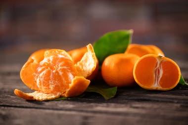 que nutrientes y proteinas tiene la mandarina