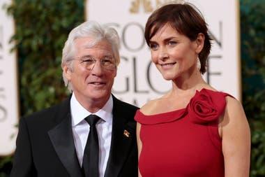 El actor se volvió a casar en 2002 con la ex chica Bond Carey Lowell, con quien estuvo durante 18 años