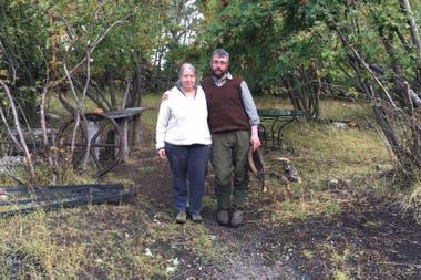Sebastián Cabezas y su esposa, productores de la estancia Guazú Cué, realizaron varios estudios propios sobre la situación de los perros en la provincia