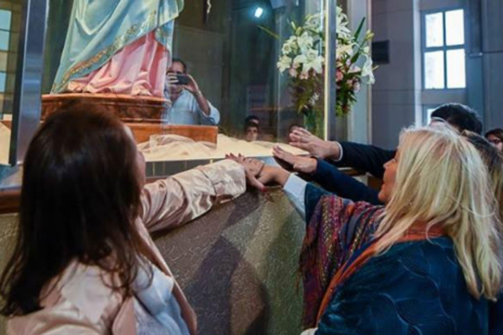 """""""La Virgen es lo más: le hizo escribir los cuadernos a Centeno"""", dijo Elisa Carrió"""