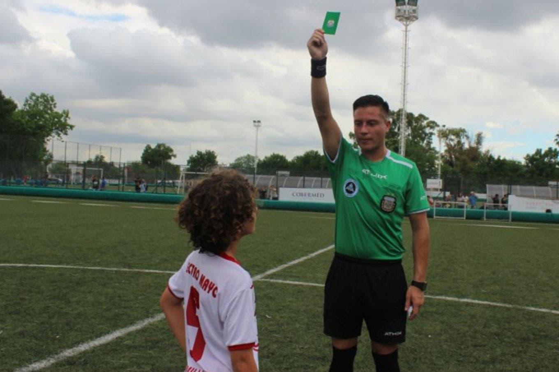 La AFA implementó la novedosa tarjeta verde para el fútbol infantil: de qué se trata