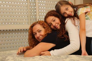 Mara Said junto a sus dos hijas, Nikita y Tatiana, de 10 y de 9 años, respectivamente