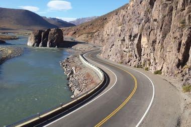 """El nuevo """"corredor bioceánico"""" para el transporte pesado entre nuestro país y Chile"""