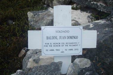 La cruz que recuerda a Baldini en Monte Longdon