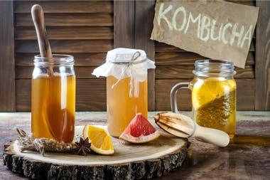 La kombucha es una opción para tener un microbioma variado y sano, dicen los expertos