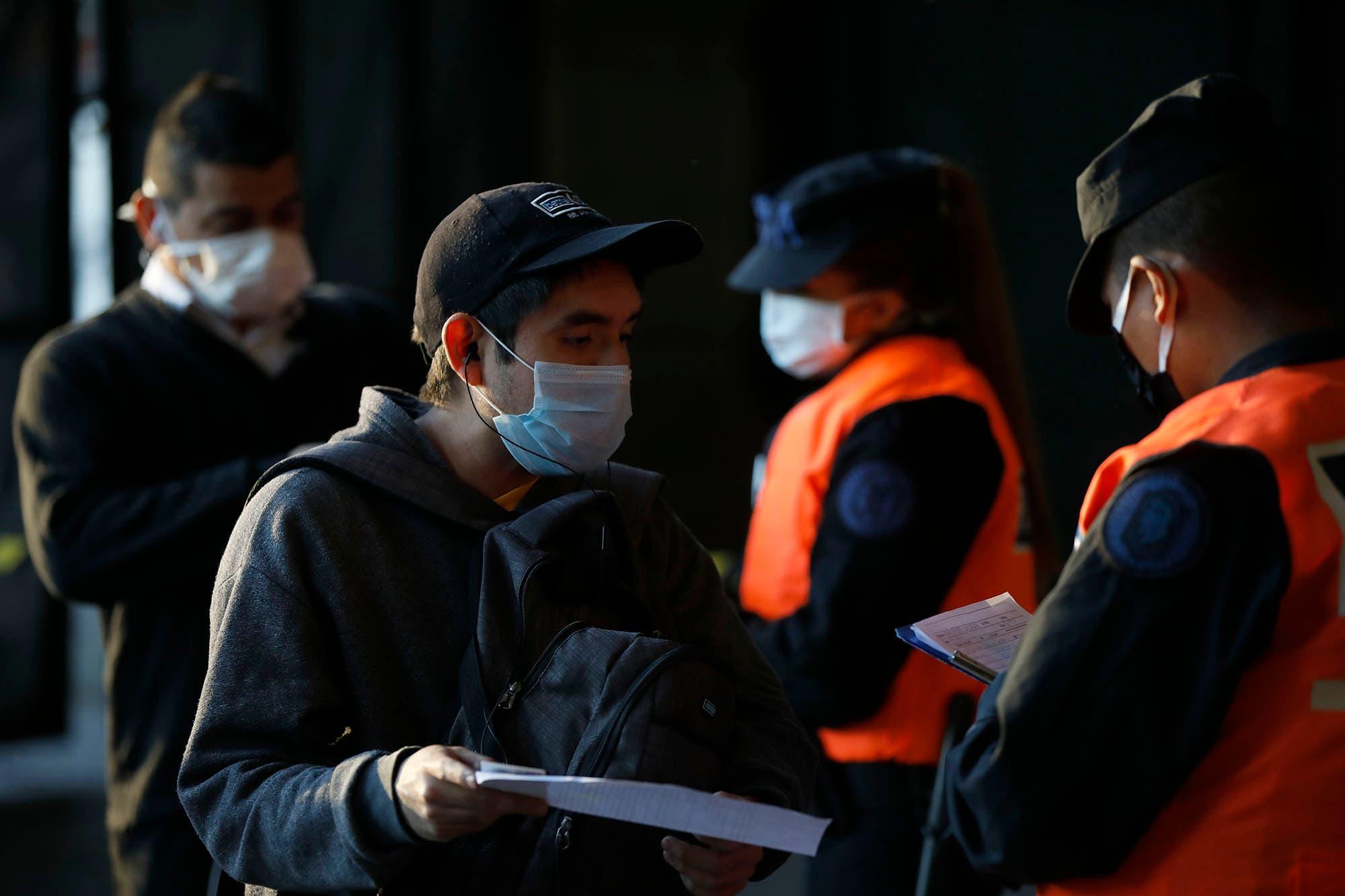 Coronavirus en la Argentina: con 14 muertes en un día, llegan a 79 los fallecidos y hay 99 nuevos infectados