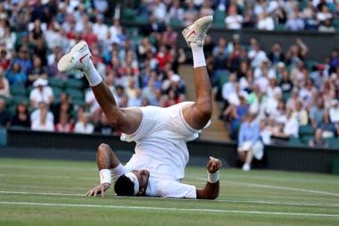 El Nadal-Del Potro de Wimbledon 2018 tuvo una alta intensidad; aquí, una postal del tandilense al esforzarse para golpear una pelota.