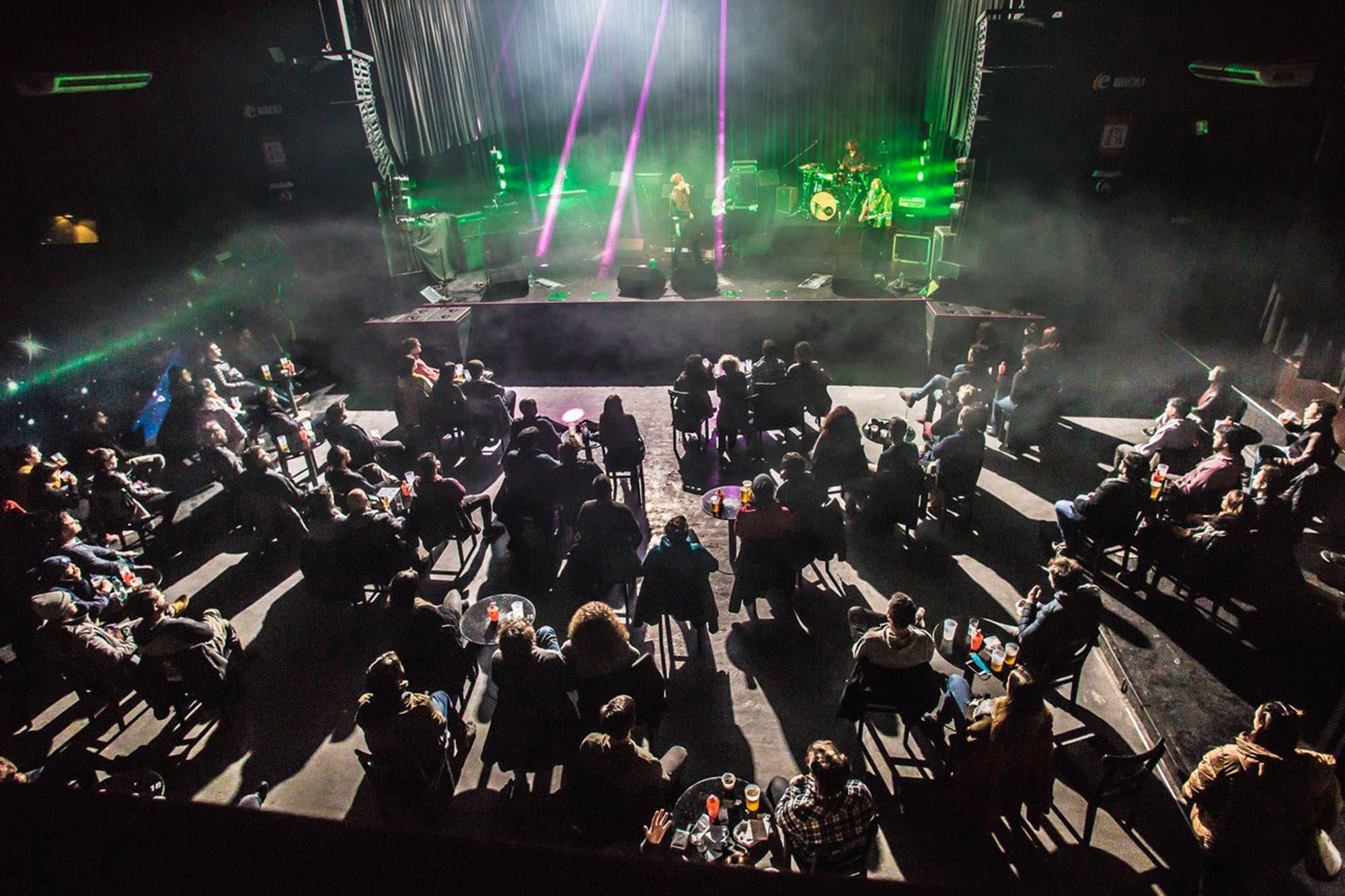 Cómo es la nueva normalidad de los shows de rock con público en Uruguay