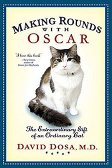 El gato Oscar incluso tiene su libro, donde se cuentan todas las historias que lo tienen como protagonista