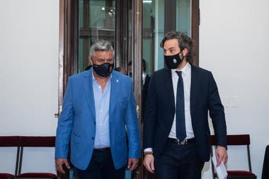 Claudio Tapia, junto al Jefe de Gabinete, Santiago Cafiero, luego de la reunión en la que se autorizó el regreso de los planteles de primera división a los entrenamientos.