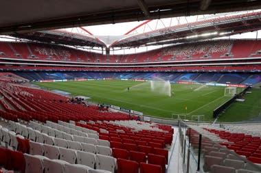 Atalanta camina por el Estadio da Luz antes de su partido contra Paris Saint Germain