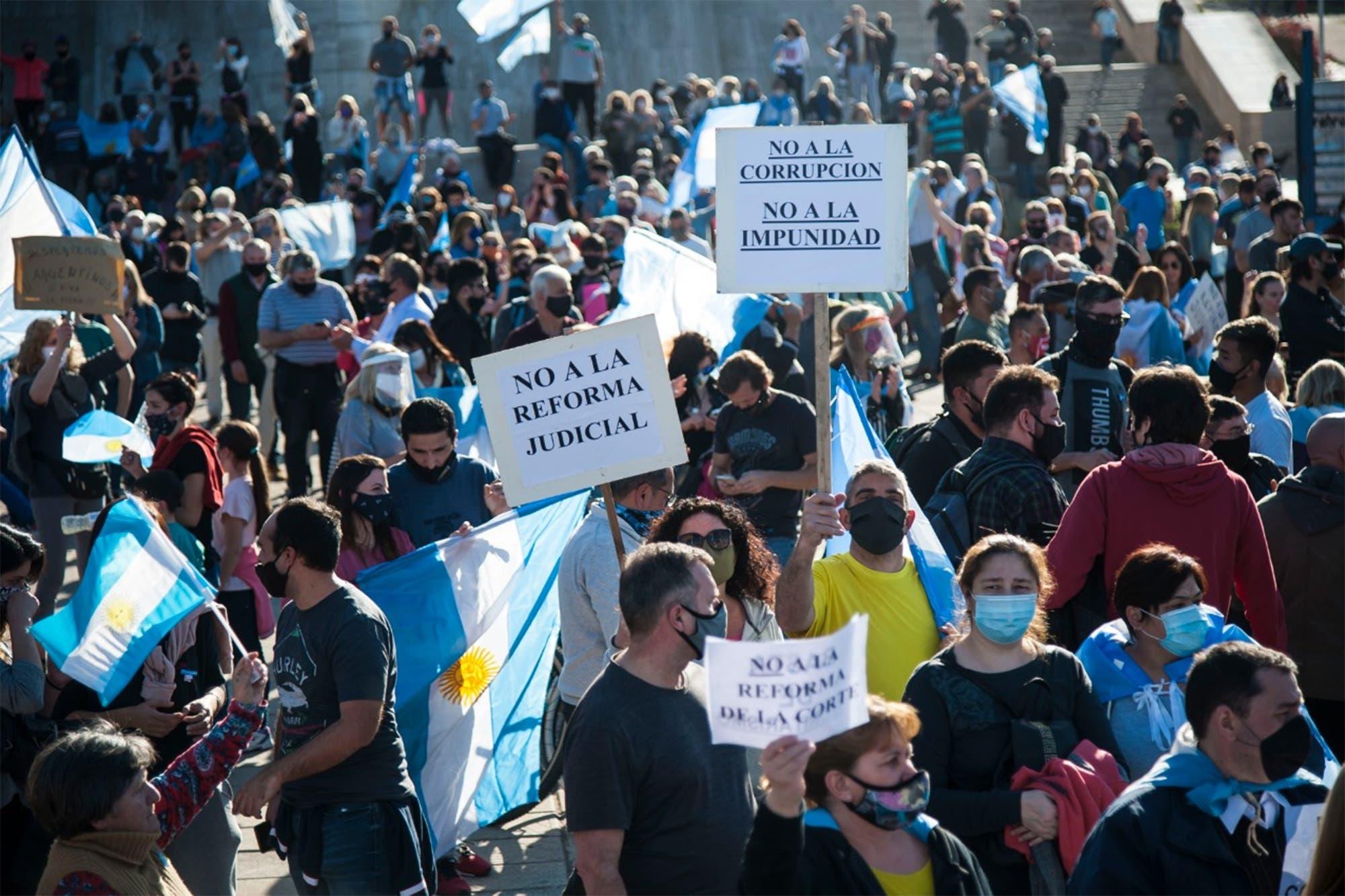 Marcha del 26A: cuáles son todos los puntos de encuentro para el banderazo contra la reforma judicial