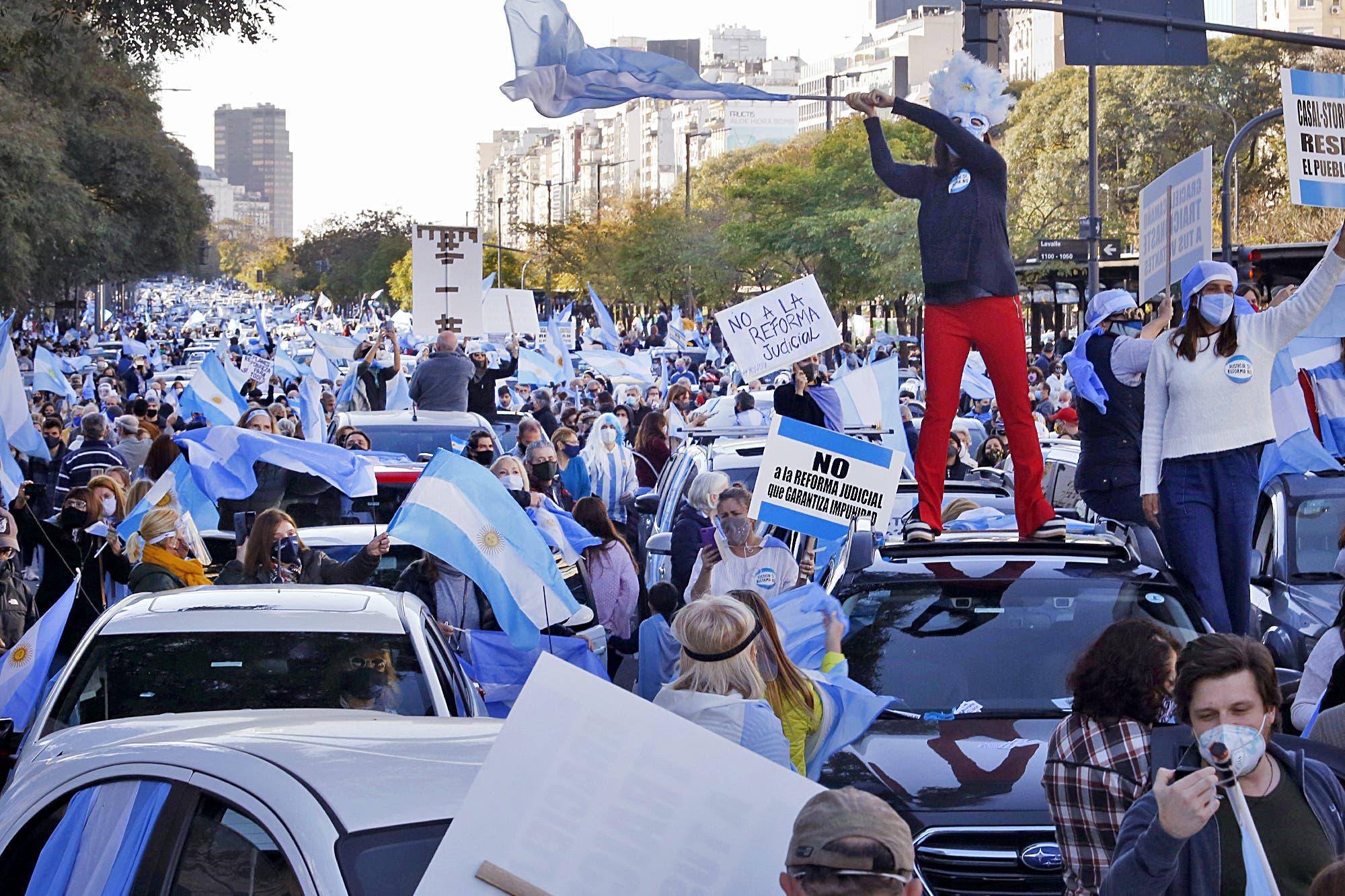 Banderazo 17A: el minuto a minuto de la masiva marcha contra el Gobierno en el Obelisco y en ciudades del Interior