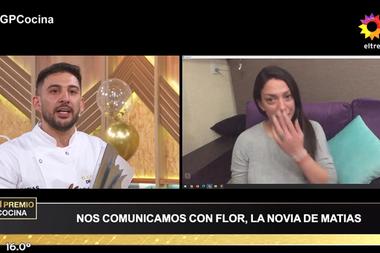 Matías se emocionó al recibir las felicitaciones de su pareja, Flor