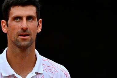 Los Nervios De Djokovic Gano Pero Lo Confundieron Con Federer Le Grito A Una Jueza Y Estrello Una Raqueta Contra El Suelo La Nacion