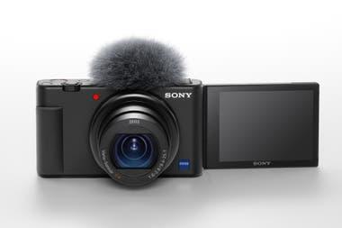 La cámara Sony ZV-1 ofrece una cámara rebatible de 3 pulgadas, y una entrada de micrófono