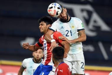 González gana en lo alto; es el tanto del empate en la Bombonera