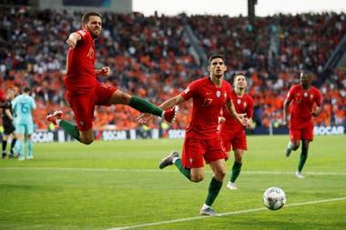 Festeja con un salto Bernardo Silva, que le dio la asistencia a Guedes (17), autor del gol