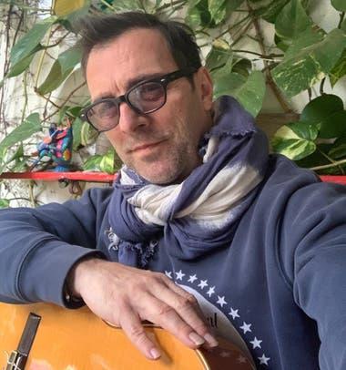 Kevin Johansen, en cuarentena, planea un ciclo de shows en vivo, pero sin público, desde el 27 de julio
