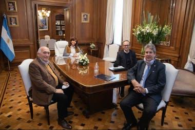 Roberto Domenech (CEPA), la vicepresidenta Cristina Kirchner, Gustavo Idìgoras (Ciara Cec) y José Martins, de la Bolsa de Cereales