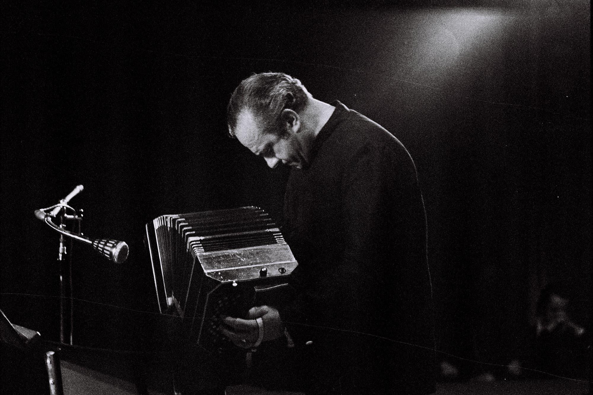 Hubo acuerdo y se mantiene el nombre de Astor Piazzolla para los premios del Festival de Mar del Plata