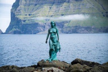 Kópakonan, la mujer foca, está ubicadaMikladalur, en laisla deKalsoy, una de las más septentrionales y aisladas de las Feroe. En ese lugar inhóspito y azotado por los fríos creció el mito de quetodos los hombres de Mikladalur están condenados a morir en el mar.