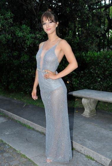 Flor Vigna lució un vestido plateado con transparencias