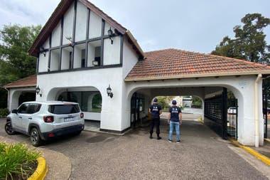 El operativo policial en la mansión del expiloto