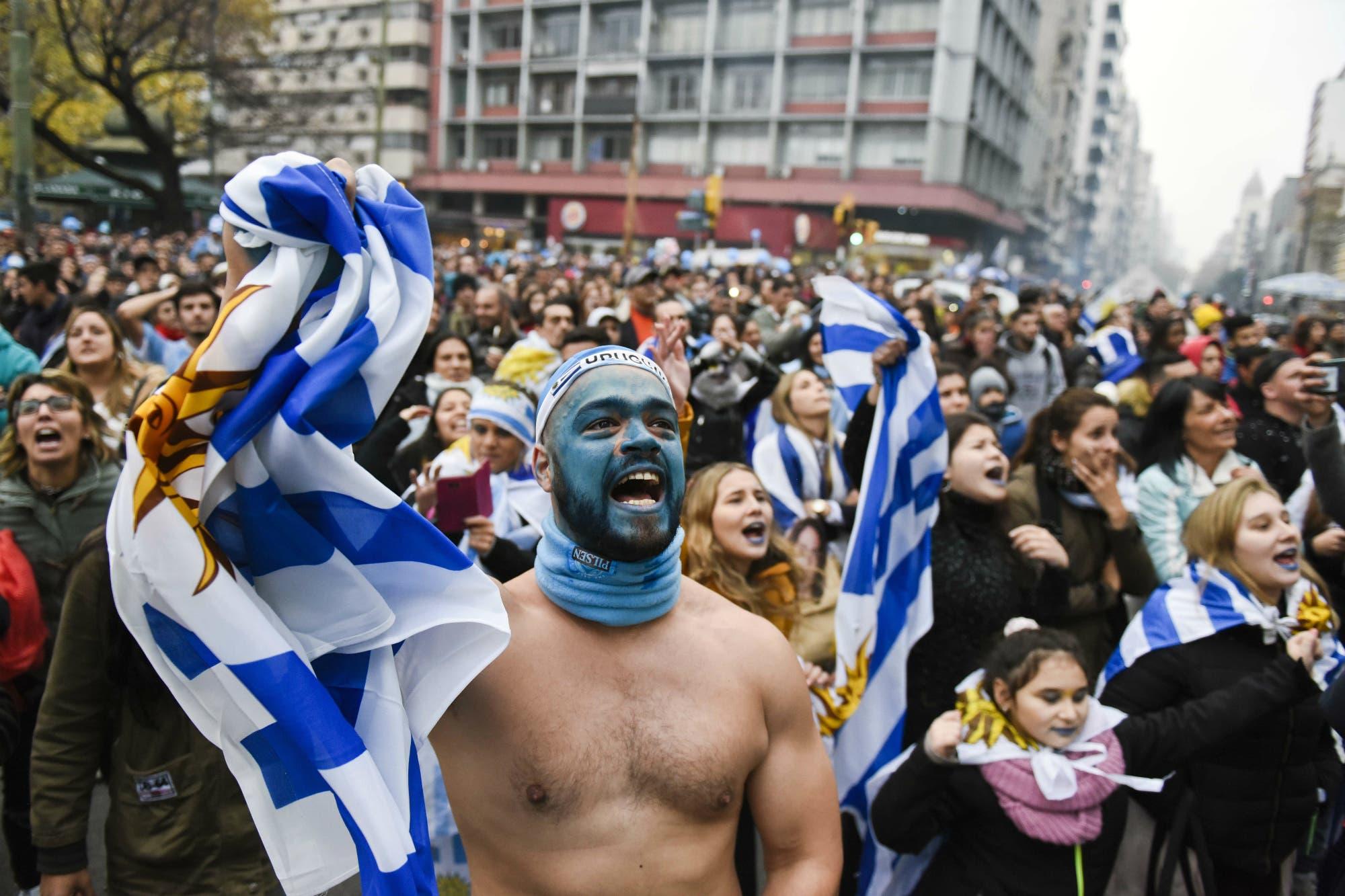 Mundial Rusia 2018. Grito uruguayo en Montevideo: el festejo del gol del helado