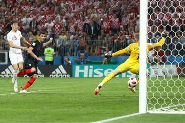 El gol que valió una final: Mandzukic supera a Pickford y marca el 2-1 ante Inglaterra