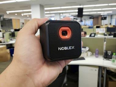 Lo más llamativo del Smart Qube: su diseño compacto y un peso de unos 341 gramos