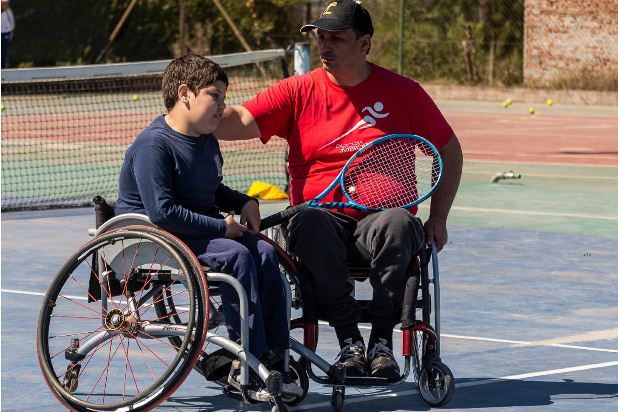 Tenis adaptado: sufrió parálisis en la mitad del cuerpo y hoy organiza un torneo internacional en Cañuelas