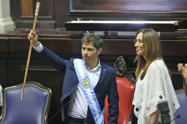Axel Kicillof recibió la banda y el bastón de manos de su antecesora, María Eugenia Vidal