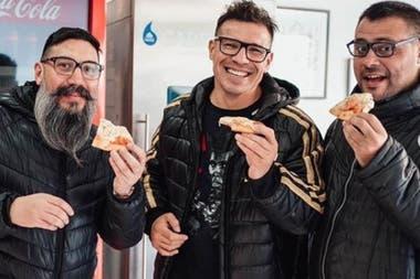 Junto a su primo Chuly Paniagua y al humorista Nicolás Biffi hace funciones de Stand Up