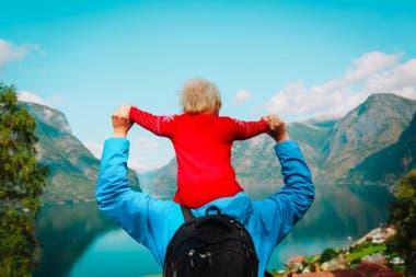 Las licencias de paternidad, las mujeres pueden tomarse 46 semanas junto a sus bebés remuneradas al 100% o 56 semanas pero pagadas solo al 80%. Los padres por su parte, tienen derecho a 10 semanas o más, dependiendo del salario de sus esposas