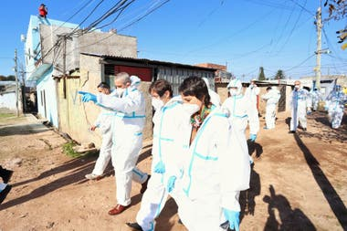 Solo en Villa Azul se detectaron 246 contagios y ya hay 10 barrios populares comprometidos