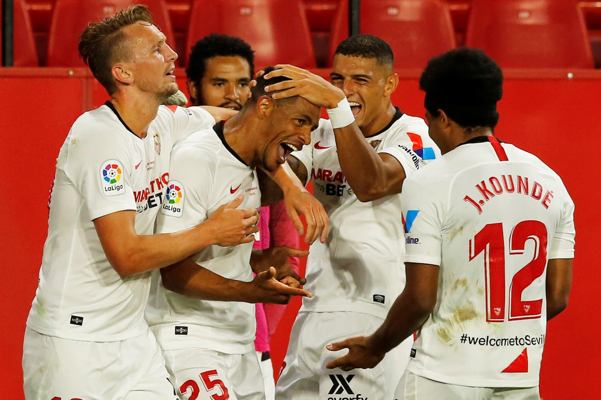 Sevilla-Betis: Lucas Ocampos anotó el primer gol de la vuelta del fútbol, en el triunfo del local ante un estadio vacío