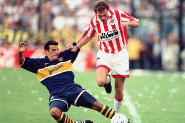 Mauricio Pineda en un partido frente a Estudiantes en 1997