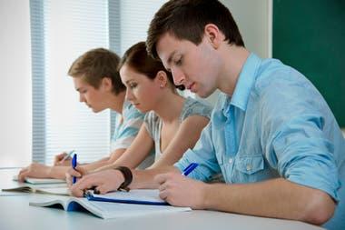 Educación. Solo el 23,8% de la población ocupada tiene nivel superior o universitario completo.