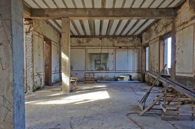 Por dentro, en ruinas, producto de los años de abandono