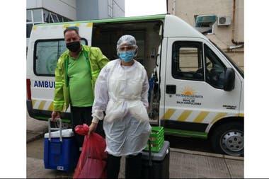 Los miércoles y los viernes,un chofer del SAME y una enfermera o médica del banco pasan con una ambulancia del hospital por los hogares de las donantes a retirar la leche y a entregarles nuevos frascos estériles