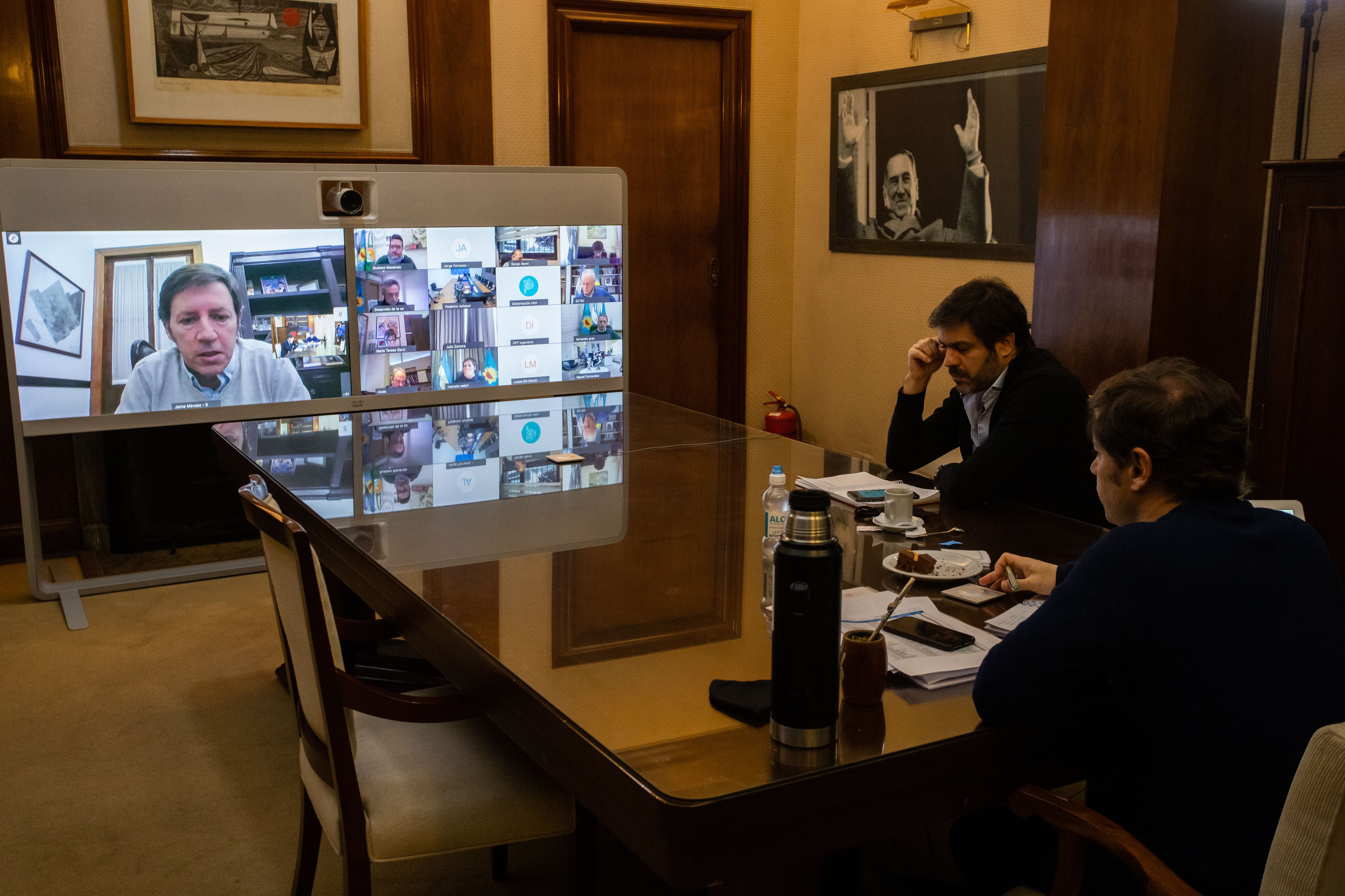 Coronavirus en la Argentina: Axel Kicillof habilitaría la construcción y los bares al aire libre en la próxima etapa de la cuarentena