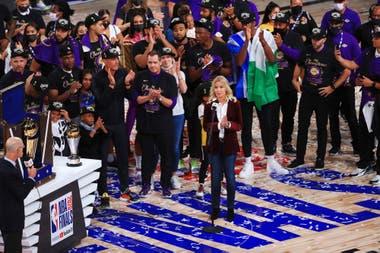 De posar para 'Playboy' a dueña de Los Angeles Lakers: cómo Jeanie Buss se convirtió en la mujer más poderosa del deporte en EEUU