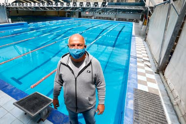 Reabrieron los natatorios en la Ciudad. Marcelo Olivos, quien dirige la pileta Splash. Este natatorio pertenece al Club Atlético Chacarita Juniors