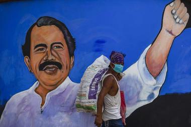 El presidente de Nicaragua, Daniel Ortega, su familia y socios cercanos han obtenido la propiedad o la gestión administrativa de al menos una docena de canales de televisión, estaciones de radio y sitios de noticias en línea