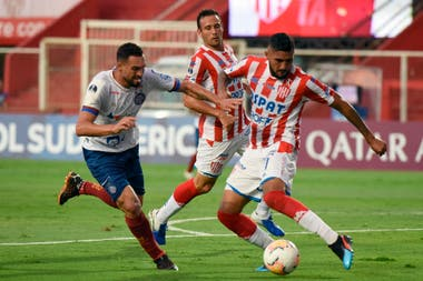 Unión peleó mucho más de lo que jugó y quedó eliminado de la Copa Sudamericana luego de empatar sin goles con Bahía.