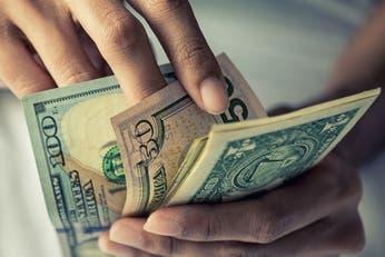 Dólar hoy: aunque bajó, el BCRA podría volver a comprar reservas el lunes