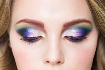 Maquillaje. Consejos para brillar con el look holográfico