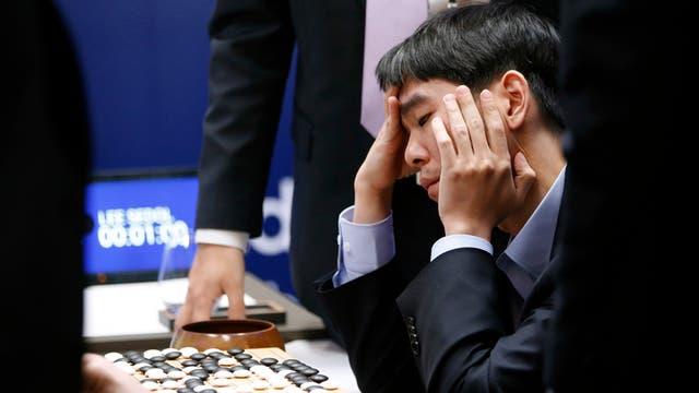 El programa Alpha Go superó la inteligencia humana; este año le ganó la partida del juego chino Go al campeón mundial Lee Sedol