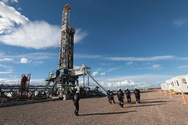 """En las actividades industriales y petroleras los efectos serán """"más agudos y persistentes"""""""